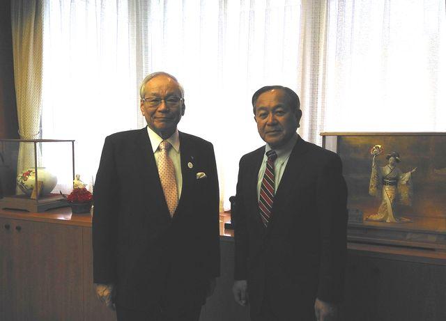 日本医師会・世界医師会会長、及び当財団顧問横倉先生と別府理事長 写真